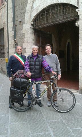 Janus River, il ciclista giramondo, fa tappa a Piombino