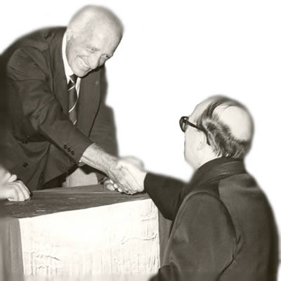 L'Onorevole Leonetto Amadei e Don Ivon Martelli, due dei protagonisti della nascita del Comune
