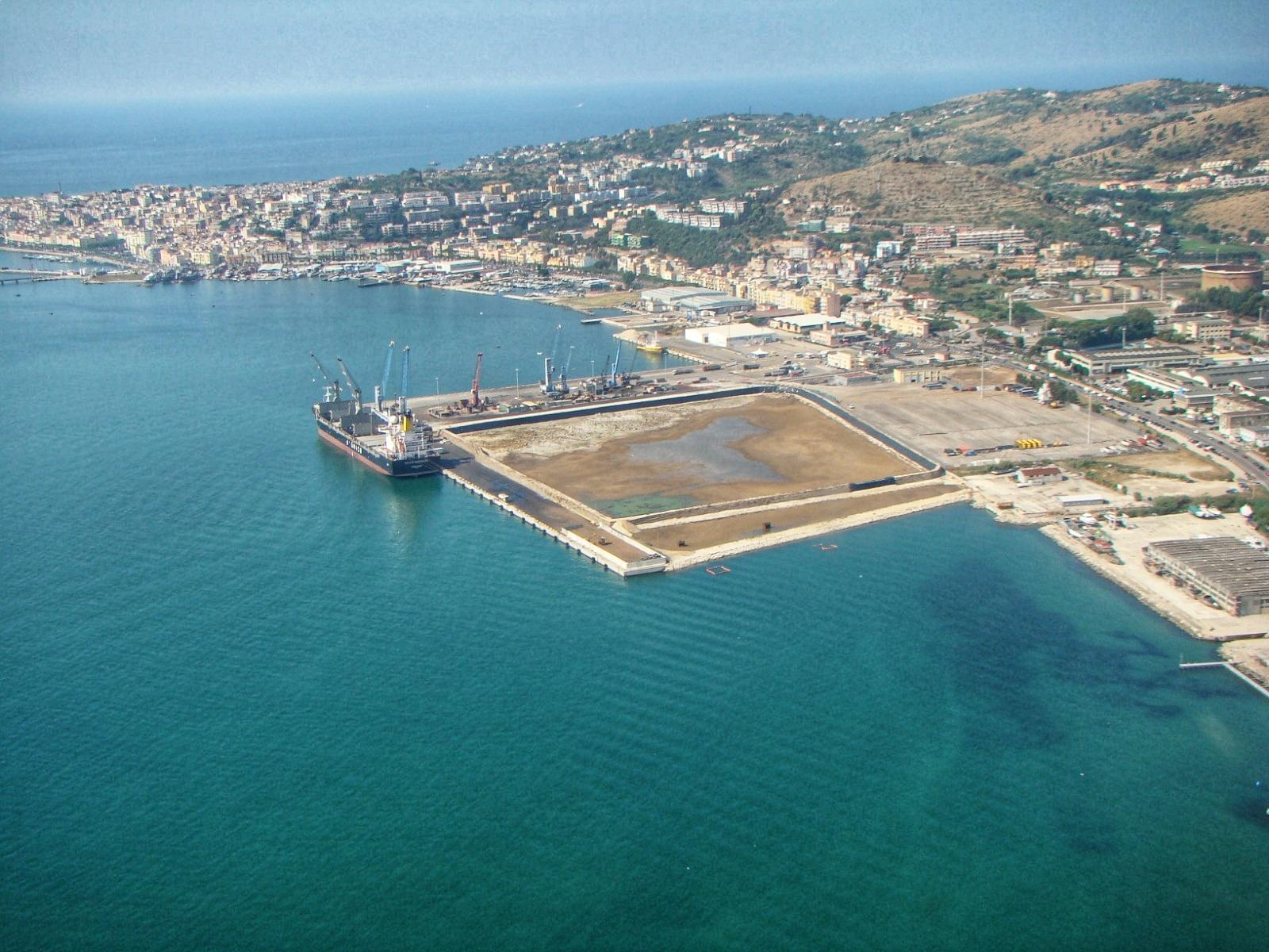 Numeri record nel mese di novembre 2020 per le merci movimentate presso il porto commerciale di Gaeta