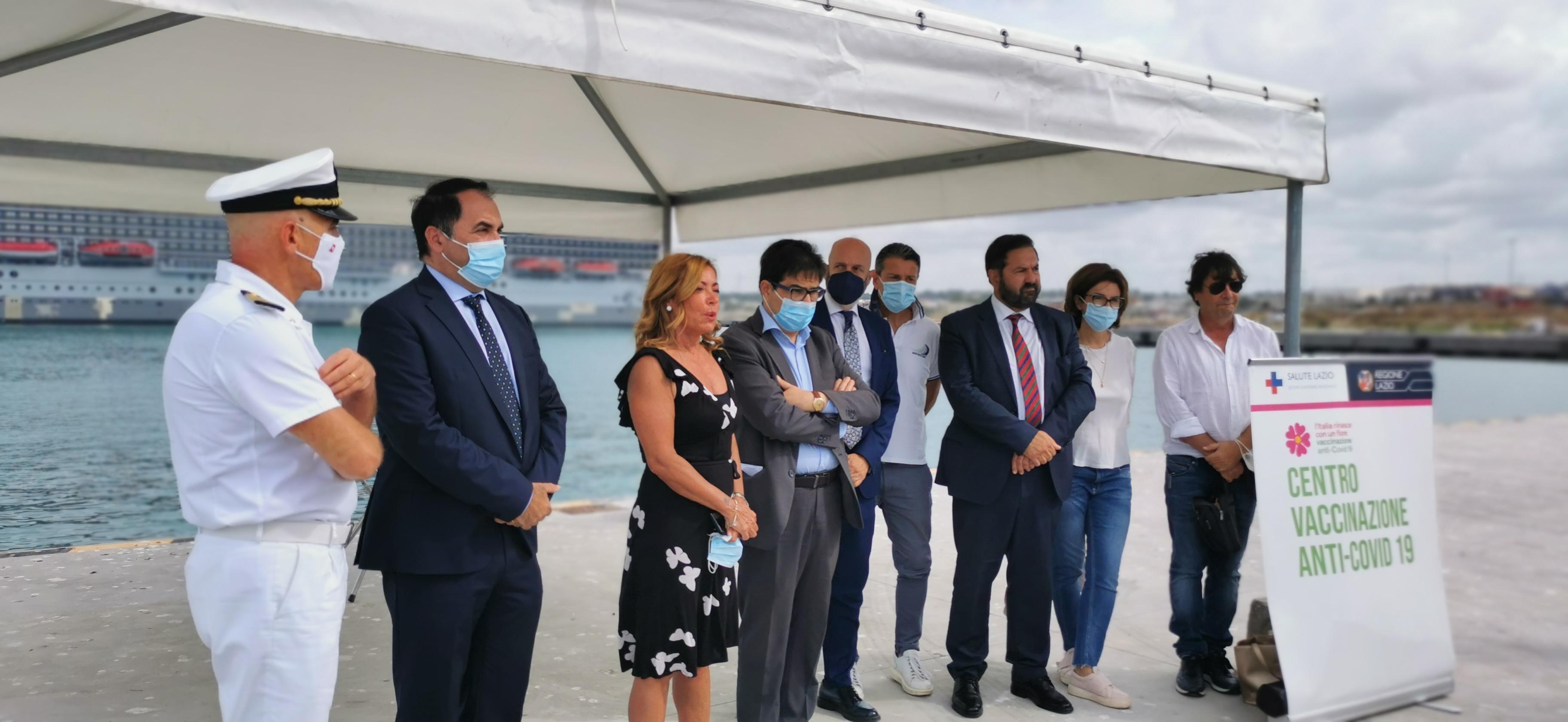 Covid 19. Vaccini a bordo per i marittimi delle navi da crociera nel porto di Civitavecchia
