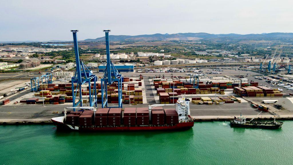 Porto di Civitavecchia - La Rif Line operativa alla banchina 25 Nord
